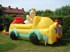 Opblaasbare baby in auto